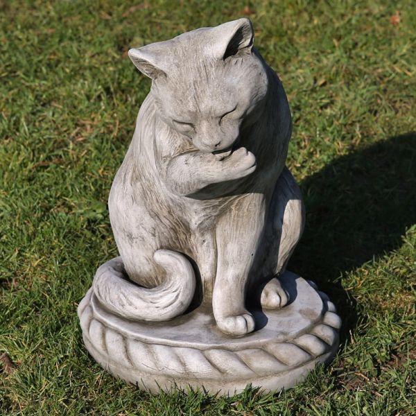 Katze leckt sich die Pfote 43cm hoch grau Steinfigur